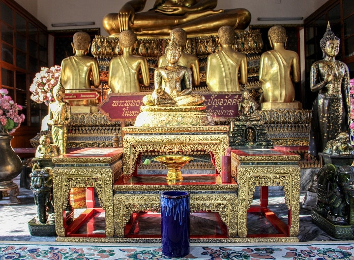 buddha statues meditating